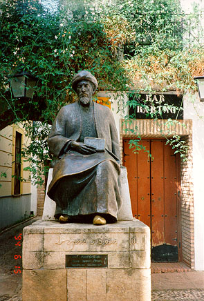 Figura de Maimónides en Córdoba